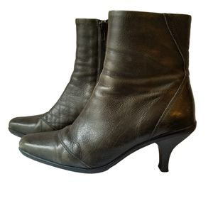 La CANADIENNE Leather Side Zip Ankle Boots